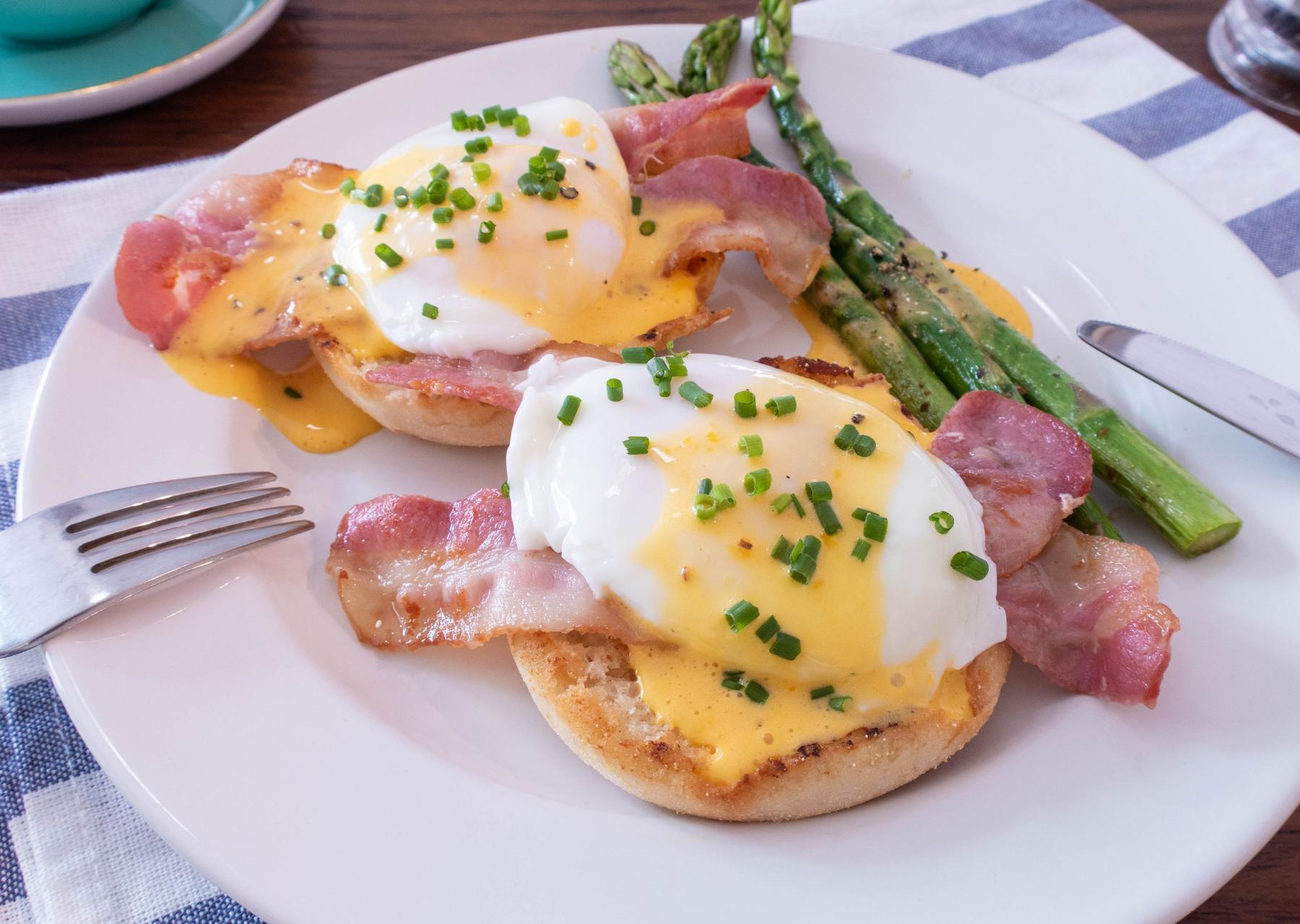 eggs Benedict breakfast recipe